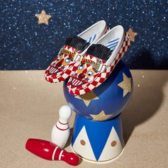 Style magicians Tod's and @anna_dello_russo created the Tod's Loves Circus collection: your secret way to make this holiday season unforgettable! Discover it all at tods.com #todsgommino #TodsLovesCircus