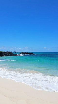 Makalawena Beach in Hawaii: Hike to secluded white sand beach in Kona PHOTOS 🌴 Big Island Hawaii travel blog | Flashpacking America