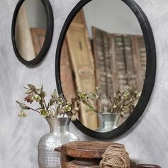 Miroir rond en métal noir forgé à la main Modasa Nkuku