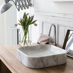 une pointe d'authenticité et de douceur avec notre vasque en marbre Perseus White. Son design pur et sophistiqué offrira à votre salle de bain une pointe de modernité alliée à l'élégance pour une pièce au style unique. #tikamoon