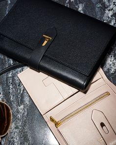 The Small T Twist Wallet in silk taupe. #TOMFORD