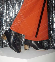 The holiday season calls for a sparkling look, choose the perfect gift at Bally.com