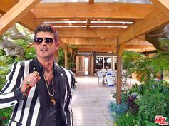 Here's Robin Thicke's Malibu House and horse corral.