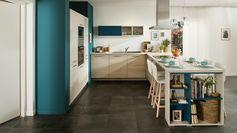cuisine conviviale blanche et turquoise