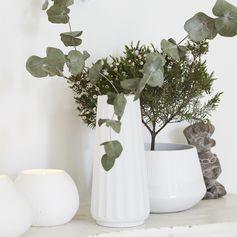 Vase en céramique blanche avec relief strié (set 2 tailles) Hübsch : Decoclico