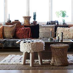 Tabouret bas en bois et assise laine blanche et noire Madam Stoltz