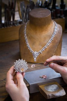 Savoir-faire behind the Les Mondes de Chaumet, Chant du printemps High Jewellery collection.  #Jewellery #Jewelry #HighJewellery #Chaumet