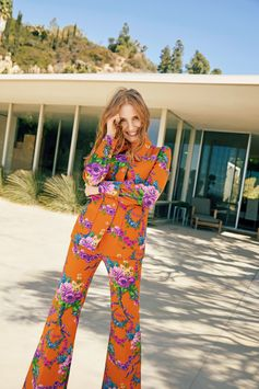 Wearing a floral printed suit from Gucci Cruise 2018 by Alessandro Michele, Jessica Chastain in ES Magazine. Stylist: Nicky Yates  Photographer: Camilla Armbrust