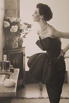 Dorian Leigh - August 1949 -  Dress by Robert Piguet - Helena Rubinstein's Apartment, Ile Saint-Louis, Paris - Photo by Richard Avedon (American, 1923-2004) - Harper's Bazaar - @~ Mlle