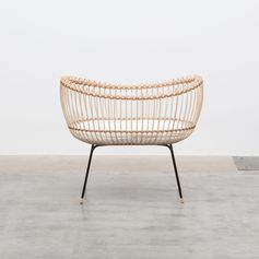 Rattan, natural tanned leather, metal legs, and oak feet, were all used in the design of this modern handcrafted crib, that was inspired by wickerwork. #ModernBaby #BabyCrib #Design #FurnitureDesign