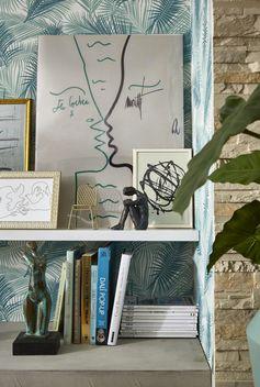 S'offrir des pièces de designer L'époque qui a donné naissance au style Riviera découvre les designers. Canapés, meubles bas et luminaires explorent des formes nouvelles. Et aujourd'hui, le mobilier et le design des années cinquante, on adore ! N'hésitez donc pas à craquer pour une pièce vintage ou même une réédition aux courbes si caractéristiques.
