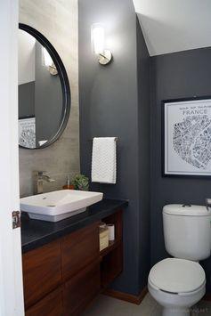 Before and after: Amazing tiny powder room makeover / Antes y después: Increíble transformación de un mini baño // casahaus.net