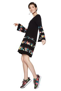 Women's flowing black dress with flared sleeves. Contrasting floral print and lace ruffle detail.. Discover more about Desigual dresses on our website!