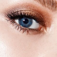 Keep the summer heat going strong with your eye look.