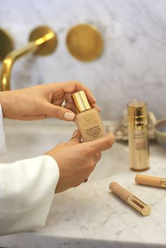 With flawless 24 hour wear, Double Wear Foundation was the perfect match for Kavita's wedding day in India. Pair with Double Wear Flawless Concealer for the perfect finish.