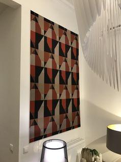 Eine Wandbespannung kann schon einen Raum merklich verändern, nicht nur akustisch. Hier mit Stoff Mondano aus der neuen Kollektion von Chivasso