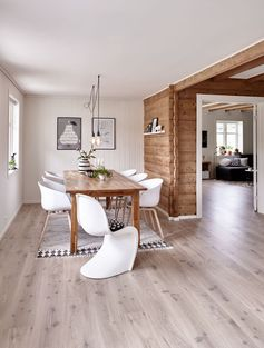 Hoy vamos a hacer un tour por una casa noruega impresionante, no ya sólo por sus características arquitectónicas, sino por cómo han decorado el espacio sus propietarios. Esta casa unifamiliar pertenece a una pareja deLeer más