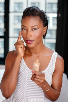 Blogger and all-around stunner Deddeh Howard showed us her trick for finding the ultimate foundation shade match. Read more on the Estee Stories blog.