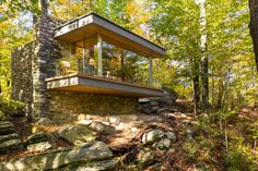 Architect Eric J. Smith has designed a small writer's studio that's located in Connecticut, and is home to a 1,700 volume collection of poetry. #WritersStudio #Cabin #Studio #Architecture