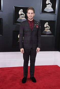 Actor and singer Ben Splatt took to the Madison Square Garden stage at the 2018 Grammy Awards in a Valentino Suit from the men's pre fall 17/18 Collection.
