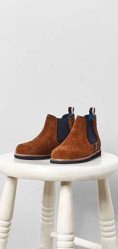 Give tired shoes the boot and get him set for the new season with ROBHOO. Crafted from leather with contrasting panels, a striped heel pull tab and fine stitch detailing, he'll feel oh-so grown up in this dapper pair.