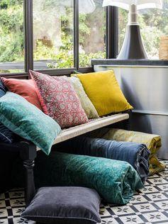3 coloris dispos Harmony Housse de coussin en velours de coton Batik - 40x60 cm - de la marque française chic et moderne Harmony.
