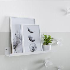 étagère blanche - pics - accumulation tableaux