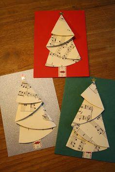 Kerstbomen vouwen.