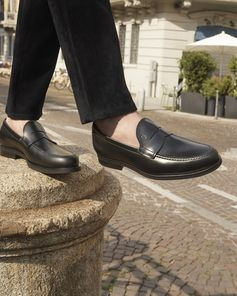 Elegant and easy, this is the Italian style to be worn all day. See more of Tod's FW/18 collection at www.tods.com