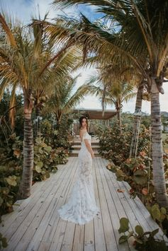 Photos from Shanina Shaik's Bahamas wedding including dress, venue, cake, party and more - Vogue Australia