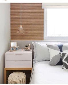 """Arquiteta Natalia Salla no Instagram: """"Sou apaixonada por esse quarto do @mandrilarquitetura ! Base cinza claro e madeira pra aquecer (amo essa combinação)! O painel ripado…"""""""