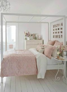 tapisserie kitch dans la chambre a coucher avec meubles shabby chic et comment patiner un meuble