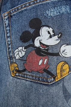 At almost 90-years-old, Mickey Mouse is, without a doubt, one of fashion's hardest working style icons and Desigual used it on it´s iconic Denim Collection. Discover them on our website.