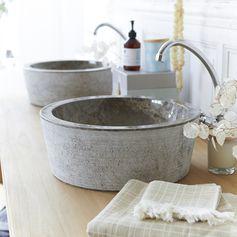 Le marbre strié Vasque en marbre Exo Stri Grey en marbre véritable, finement striée sur son pourtour. L'intérieur est parfaitement lisse. #tikamoon
