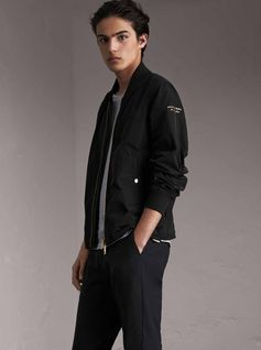 A clean-lined bomber jacket designed to flex with the body in shape-memory Taffeta. The light, crease-resistant layer is ideal for changeable weather, and will slip easily into a rucksack.