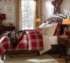 tissu écossais, chambre d'adulte avec parure de lit tartabn rouge
