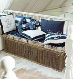 le canapé de style marine qu'on peut poser chez soi, coussins décoratifs bleus