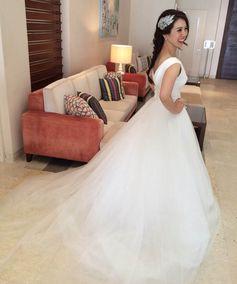 [ Real wedding ] Dress:Carolina Herrera  Seaside wedding party!  軽やかなチュールのスカートが、甘すぎないボリュームを叶える1着。 ご新婦さまのキュートな笑顔にぴったり!   weddingdress wedding beash resort party friends love