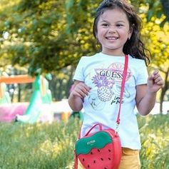 Can park days be everyday? @digitalmodernfamily is pure joy in her #GUESSkids tee!