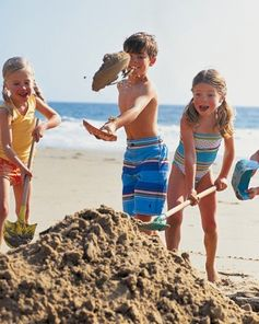 Martha Stewart helps make beach days #family #fun with her how-to on properly building an awesome sand castle!
