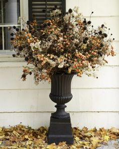 fall arrangement for the outdoors. love!