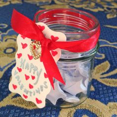 Make a jar filled with love notes #ValentinesDIY