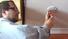 Install a smoke detector never in a kitchen but in a room nearby. © Federale overheidsdienst Binnenlandse Zaken