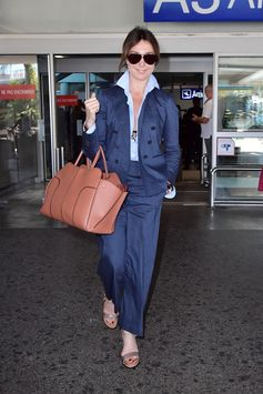 Landing in style with her Tod's Sella Bag, beautiful Elsa Zylberstein heading for the 70th #CannesFilmFestival. #Cannes2017 #TodsSellaBag