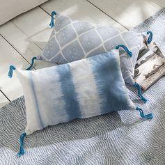 Coussin imprimé tye and dye à pompons robin bleu