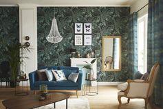 Un salon chic et floral en vert et bleu