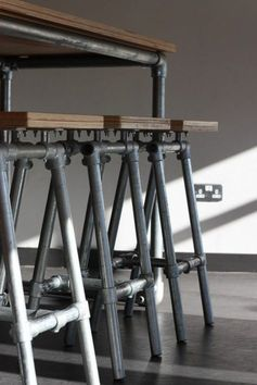 tabourets de bar style industriel aciere ancien