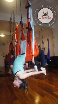 Aerial Yoga (AeroYoga) | Aerial Yoga Argentina: Teachers Training Pics, Aerial Yoga press beauty exercice, #aerialyoga #aeroyoga #acro #beauty #exercice #aeroyoga #aeropilates #gravity #yoga #anti #age #stress #teachertraining #swing #suspension #training #circus #acrobatic #health