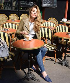 Stylish break for Sara Brajovic with her Tod's Double T moccasin and Tod's Sella Bag. #TodsDoubleT #TodsSellaBag