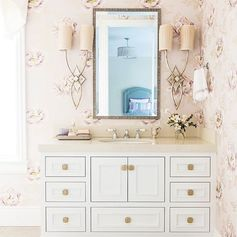 Spring is in bloom and we're loving the florals in this charming bathroom from Caitlin Jones Design ・・・ These seasonal allergies have had me mad so I'm enjoying flowers of the wallpaper variety these days